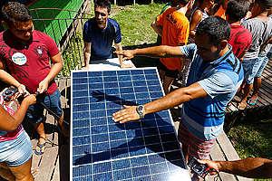 Workshop about Solar Energy in Bailique - Amapá, Brazil. © Diego Baravelli / Greenpeace