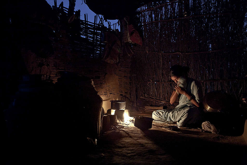 Woman Works in House in Maharashtra. © Sudhanshu Malhotra / Greenpeace