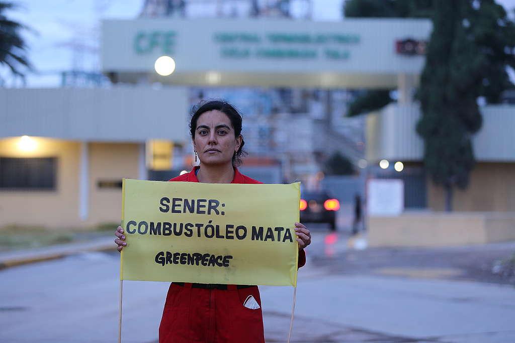 Manifestación pacífica de Greenpeace desde la termoeléctrica en Tula