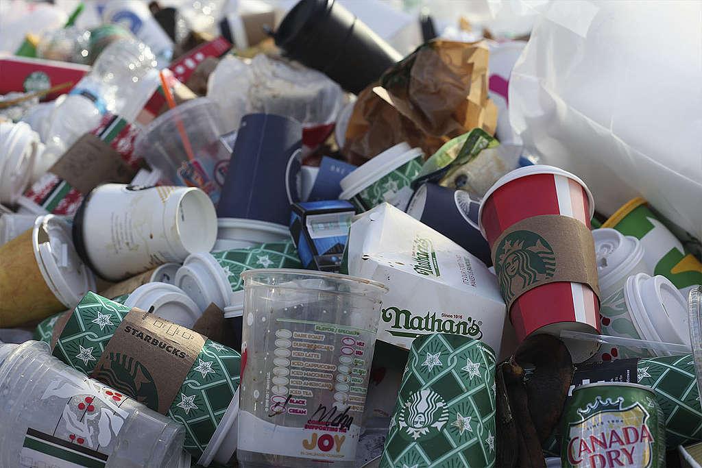 ¿Cómo afecta el consumismo al medio ambiente?