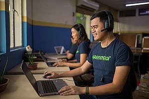 Fundraising Team in Manila. © Geric Cruz / Greenpeace