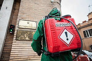 Glyphosate Action at Ministry of Health in Rome. © Francesco Alesi / Greenpeace