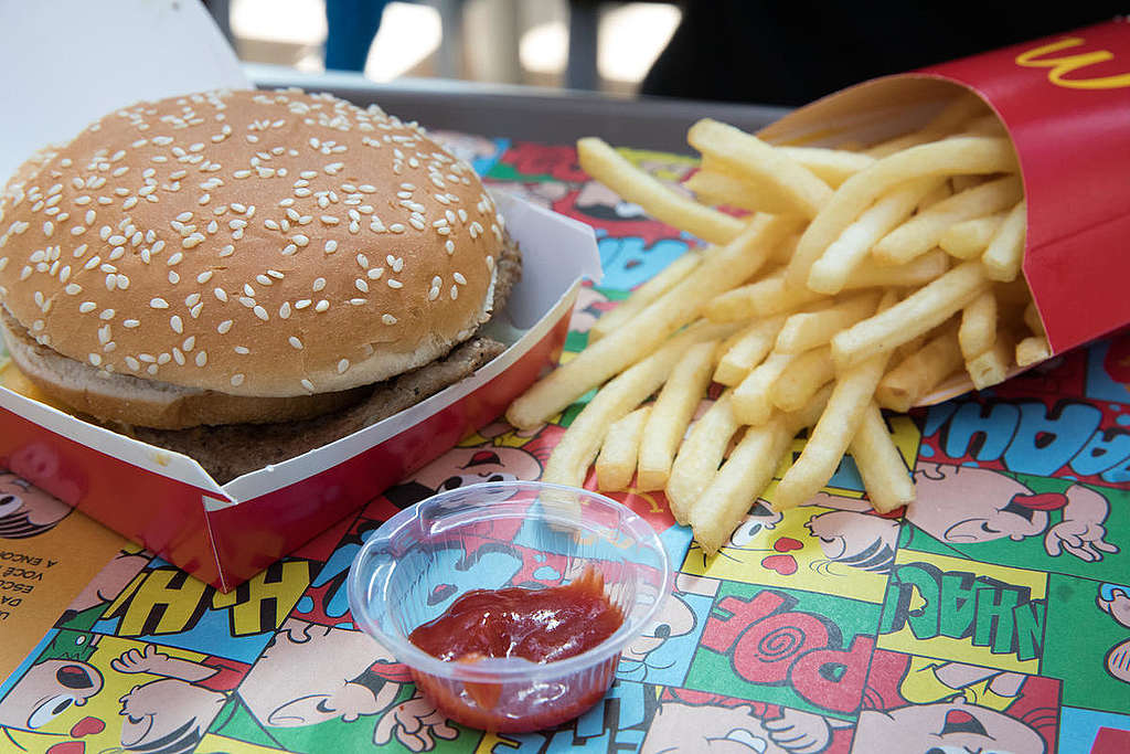 Fast food at McDonald's in São Paulo, Brazil. © Barbara Veiga / Greenpeace