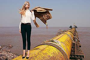 La fast fashion, al abaratar costos y motivar una producción masiva, ha aumentado la contaminación generada por la industria de la moda.