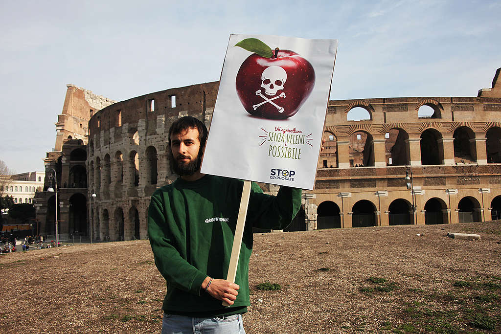 Activity in Rome to Launch European Citizens' Initiative to Ban Glyphosate. © Massimo Guidi / Greenpeace