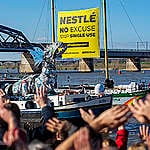 Nestlé eindbestemming van Plastic Monster Ship Tour