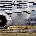 SCHIPHOL - Opstijgende vliegtuigen bij Schiphol Airport. FOTO MARTEN VAN DIJL / GREENPEACE
