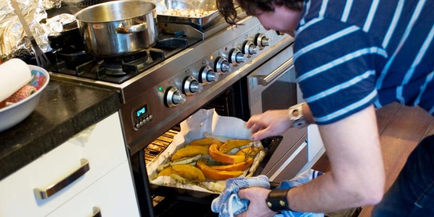 Jaymz Pool geeft je zijn recepten voor groente uit de oven en chocolademousse