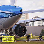 Dutch people will pay for KLM to continue polluting