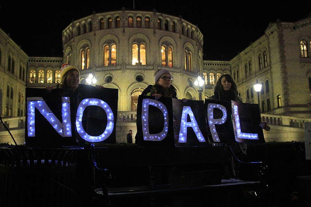 Dakota Access Solidarity Protest in Oslo. © Greenpeace / Matthew Kemp