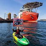 Greenpeace roser regjeringens initiativ til å endre oljeskatten, men krever full stans i oljeletingen.