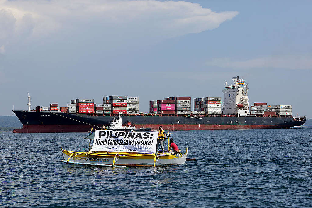 Canadian Waste Shipped Back to Canada in the Philippines. © Greenpeace