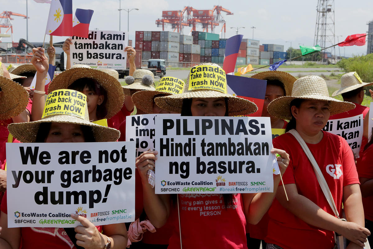 Protest against Canadian Waste Dump in the Philippines. © Greenpeace