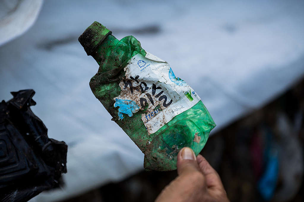 Misdeclared Mixed Waste Shipped Back to South Korea from the Philippines. © Geric Cruz / Greenpeace