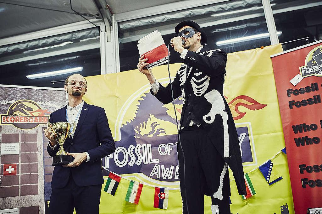 """Polska uhonorowana antynagrodą """"Skamielina Roku"""" podczas COP24 w Katowicach"""