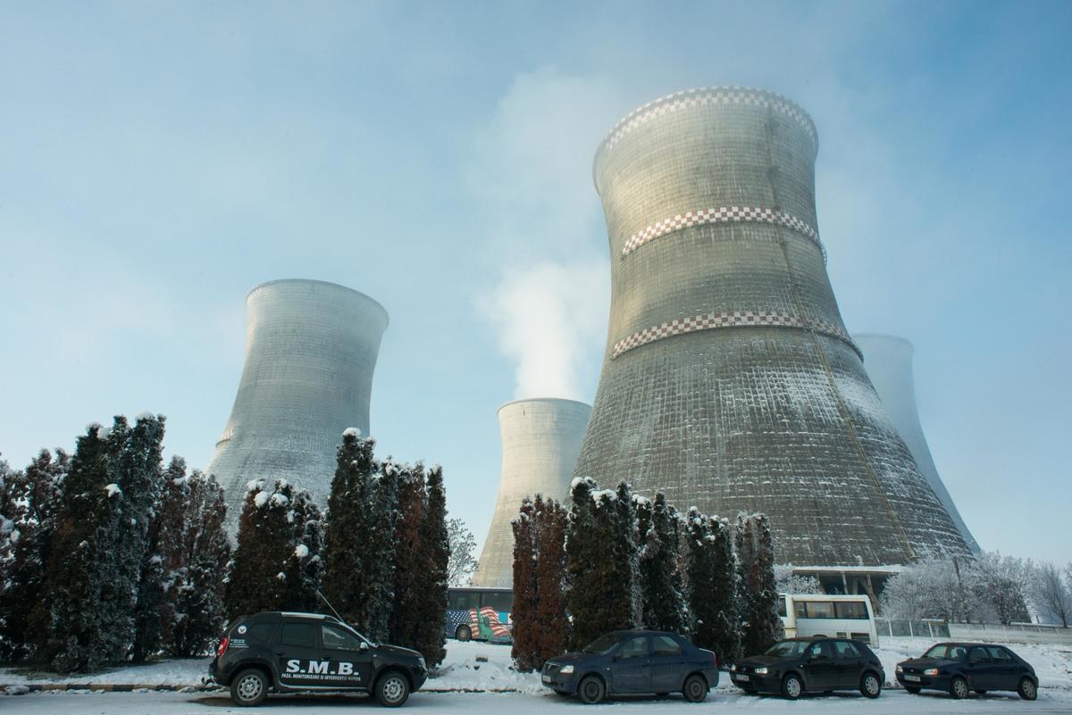 Protest against Illegal Lignite Coal Power Plant Unit in Romania. © Mircea Topoleanu / Greenpeace