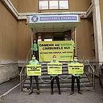Blocadă Greenpeace la Ministerul Energiei! Activiștii de mediu cer o dată clară și un plan realist de eliminare a cărbunelui din mixul energetic.