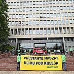 Aktivistické organizácie dnes zablokovali ministerstvá aj Úrad vlády, žiadajú poriadnu ochranu klímy a biodiverzity