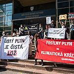 Aktivistické organizácie dnes vyjadrili nesúhlas s navrhovanou výstavbou LNG terminálu v Bratislavskom prístave a akoukoľvek podporou novej fosílnej infraštruktúry.