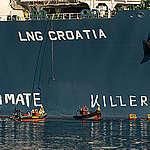 Greenpeace protestoval na chorvátskom LNG termináli proti fosílnemu plynu