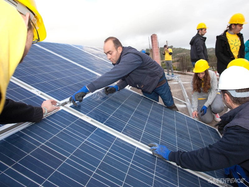 Sončna elektrarna. (c) Greenpeace