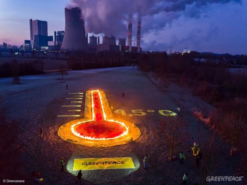 Termoelektrarne segrevajo planet. (c) Greenpeace