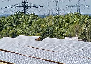 Shell Solar Power Station in Germany. © Paul Langrock / Greenpeace