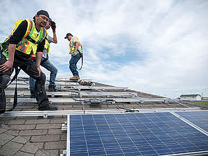 Louis Bull First Nation Solar Installation in Canada. © Katie Cutting / Greenpeace