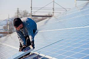 Solar System Installation in Seewen. © Greenpeace / Nicolas Fojtu