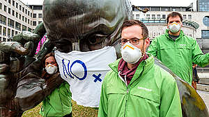 Protest for Clean Air at Denkpartner Statue in Stuttgart. © Martin Storz / Greenpeace
