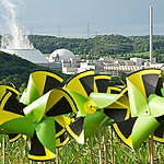 Windmills at Nuclear Plant Neckarwestheim. © Bente Stachowske / Greenpeace
