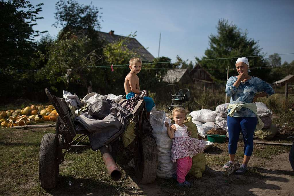 Local Family with Wagon of Potatoes in Ukraine. © Denis  Sinyakov / Greenpeace