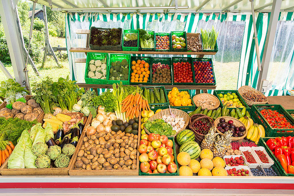 Fruits and Vegetables at Market Stand in Germany. © Axel Kirchhof / Greenpeace