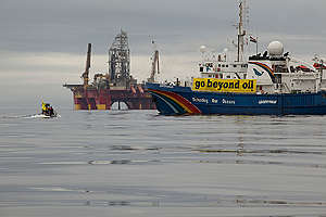 Esperanza at Cairn Energy Oil Rig, Arctic. © Will Rose / Greenpeace