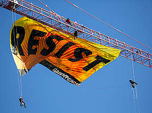 Resist Trump Banner Action in Washington D.C. © Emma Cassidy / Greenpeace