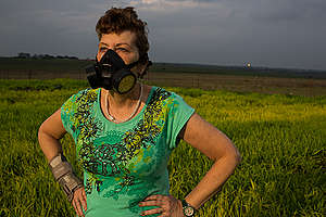 Local Woman with a Breathing Mask in Texas. © Les Stone / Greenpeace