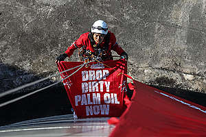 Direct Action at Wilmar Refinery in North Sulawesi. © Dhemas Reviyanto / Greenpeace