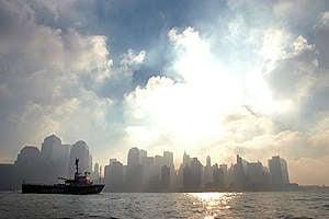 MY Arctic Sunrise Transits New York Harbour. © Bryan Smith / Greenpeace