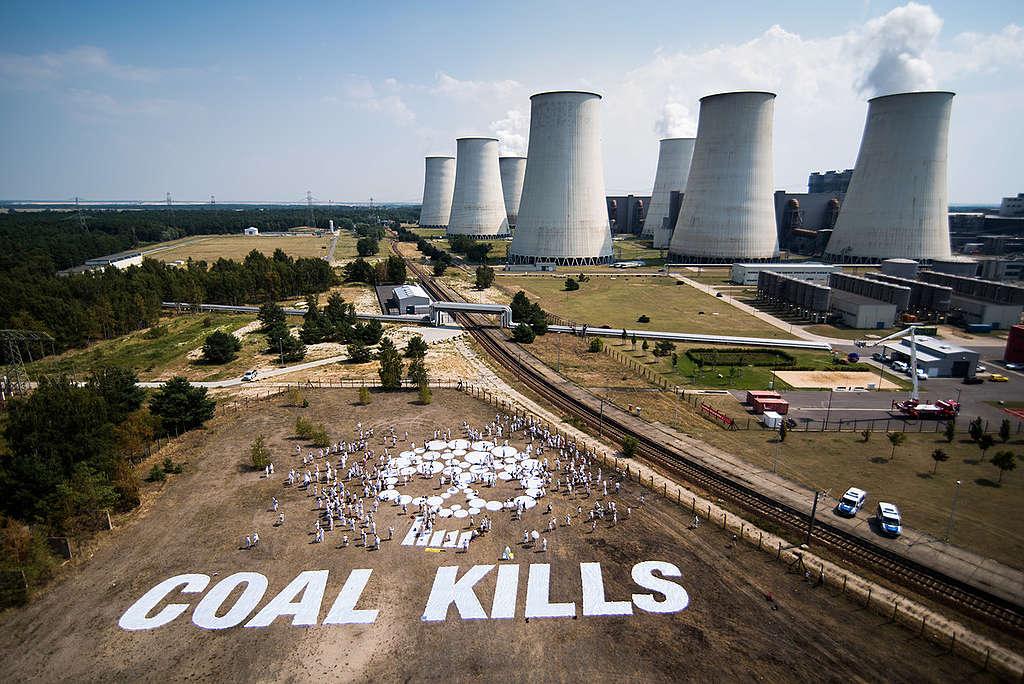 Banner Action against Lignite in Front of Jaenschwalde. © Chris Grodotzki