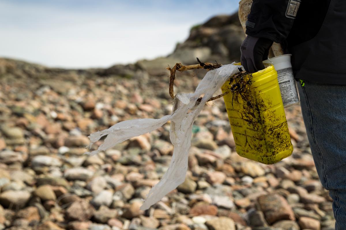 Plastic Documentation at Kornö in Bohuslän. © Edward Beskow / Greenpeace