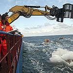 Greenpeace släpper stenblock i Lilla Middlegrund för att skydda mot bottentråling