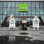 Isbjörnar kräver att SEB slutar finansiera fossilindustrin
