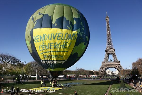 2015 年,各國和企業領袖雲集巴黎,舉行聯合國氣候會議,綠色和平也到現場倡議減緩氣候變遷。