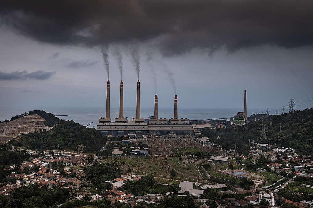 工業化生活極度依賴化石燃料,卻因此造成碳排放居高不下,加速氣候危機。