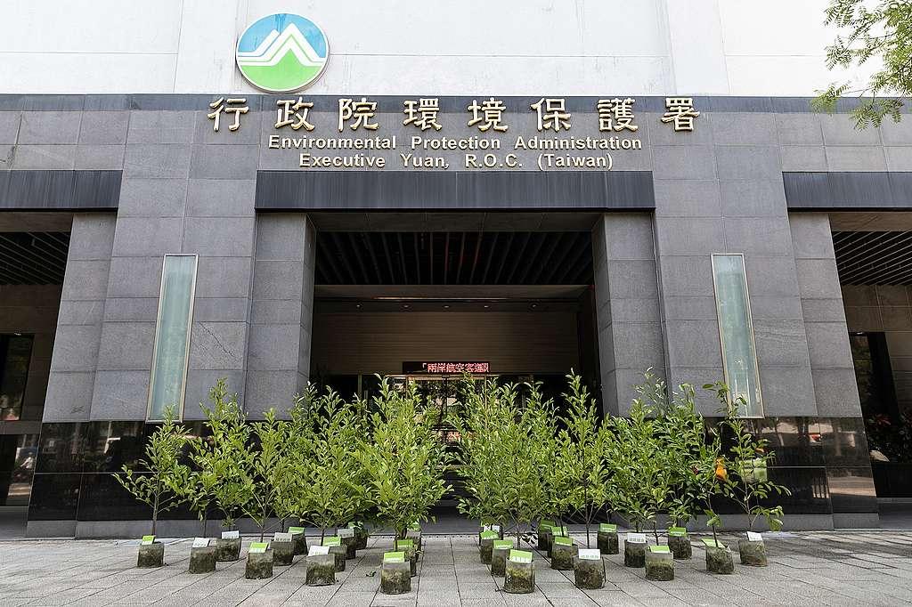 4月30日的行動之後,當天就收到環保署的回覆,表示願意與綠色和平進行討論。