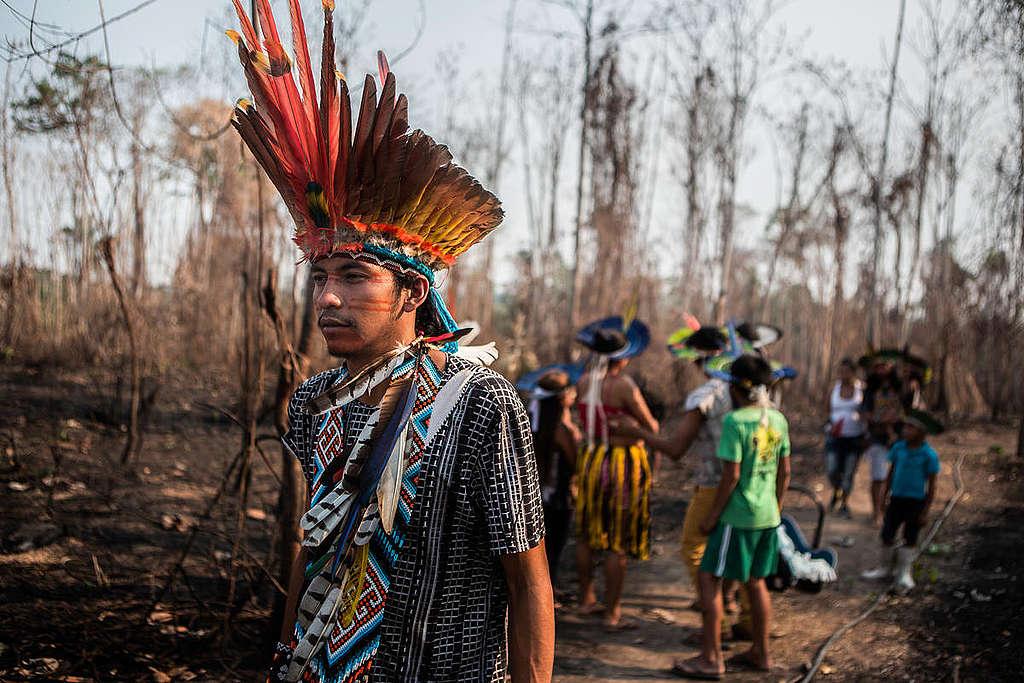 侵占土地、焚燒森林,已對巴西亞馬遜原住民造成生存威脅,甚至已將疫情傳播至村落。