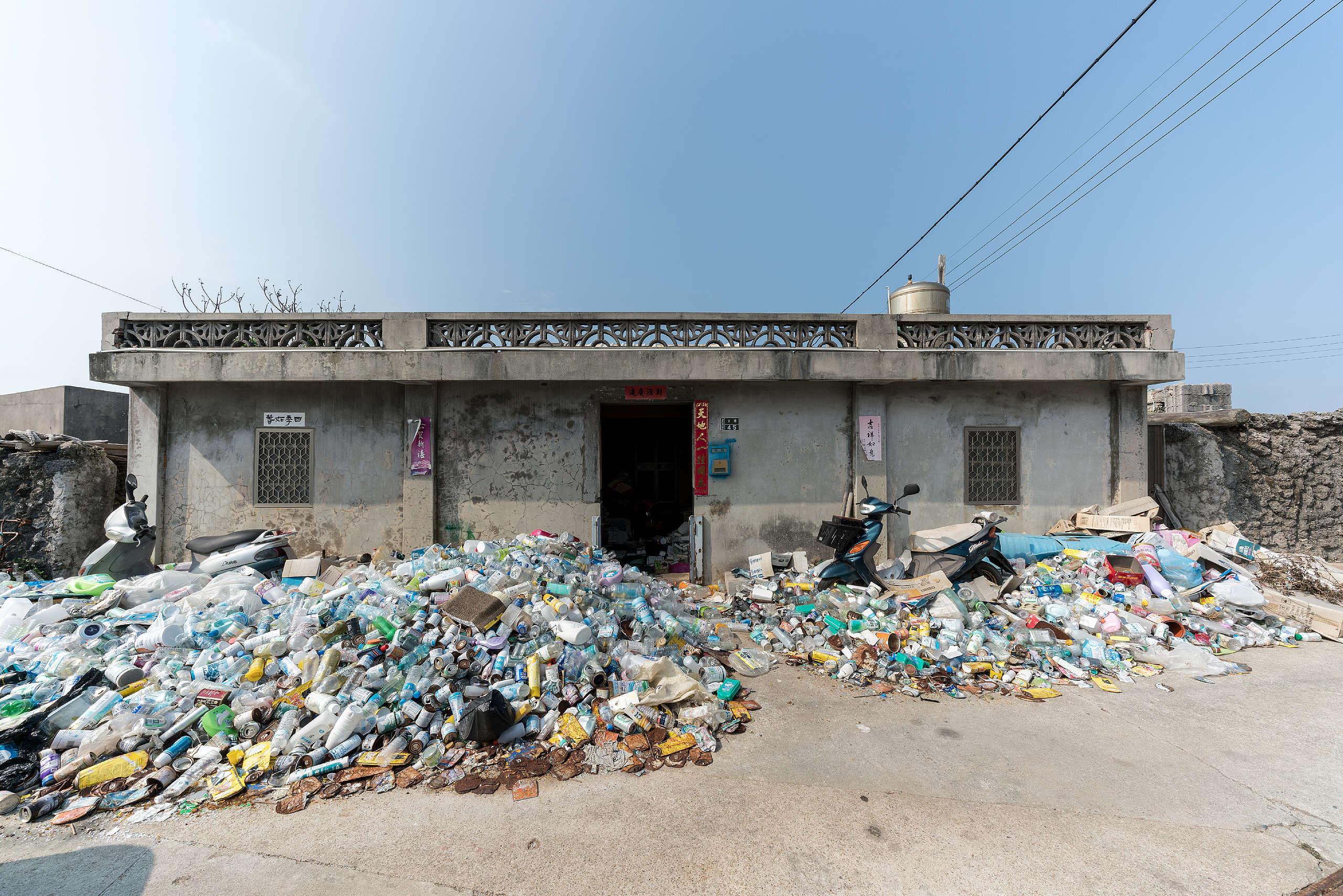 (示意圖)澎湖因遊客湧入,累積大量垃圾。