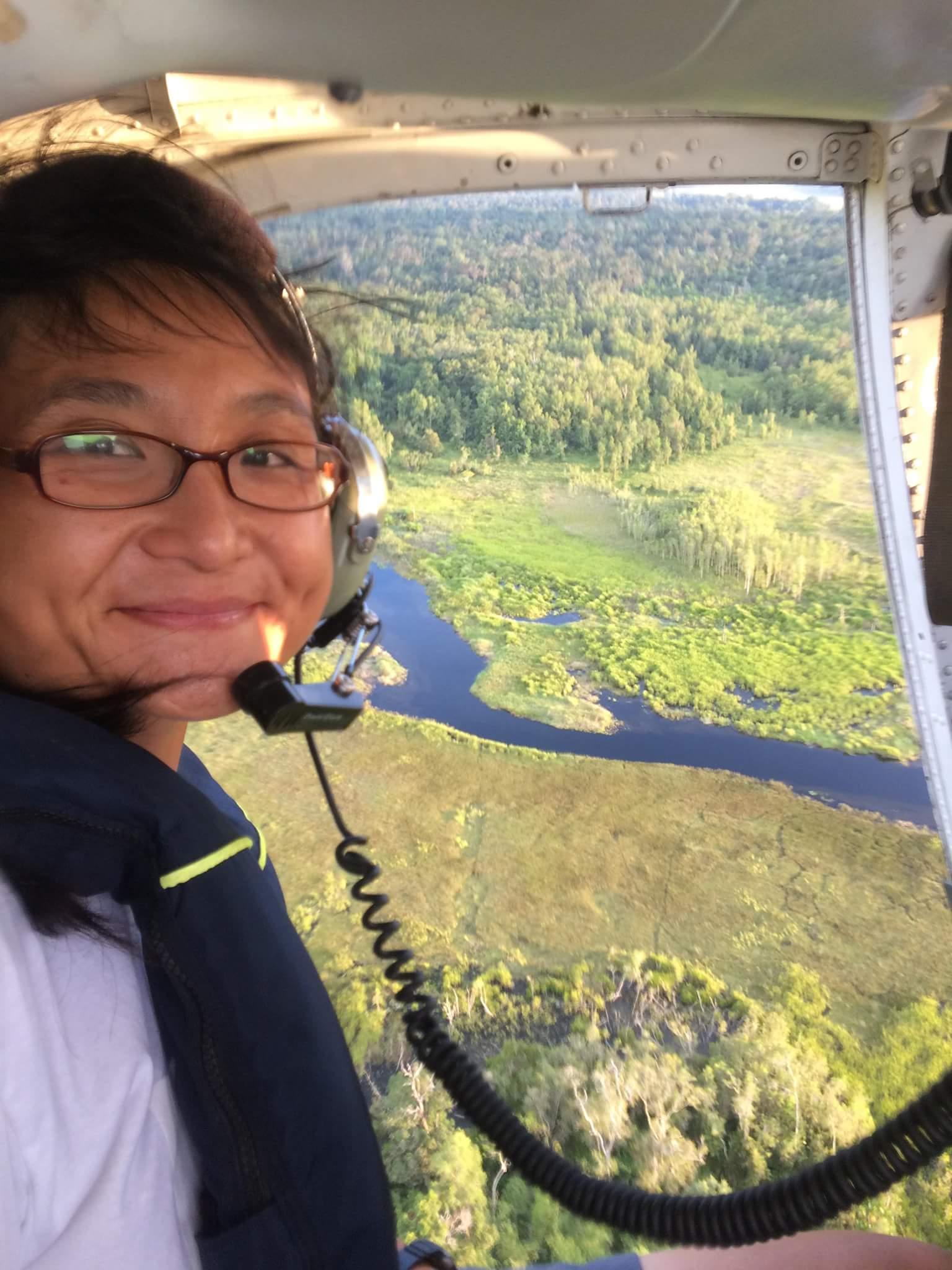 小豚(黃懿萱)前往印尼熱帶雨林,參與調查棕櫚油企業砍伐雨林,並蒐集實證。