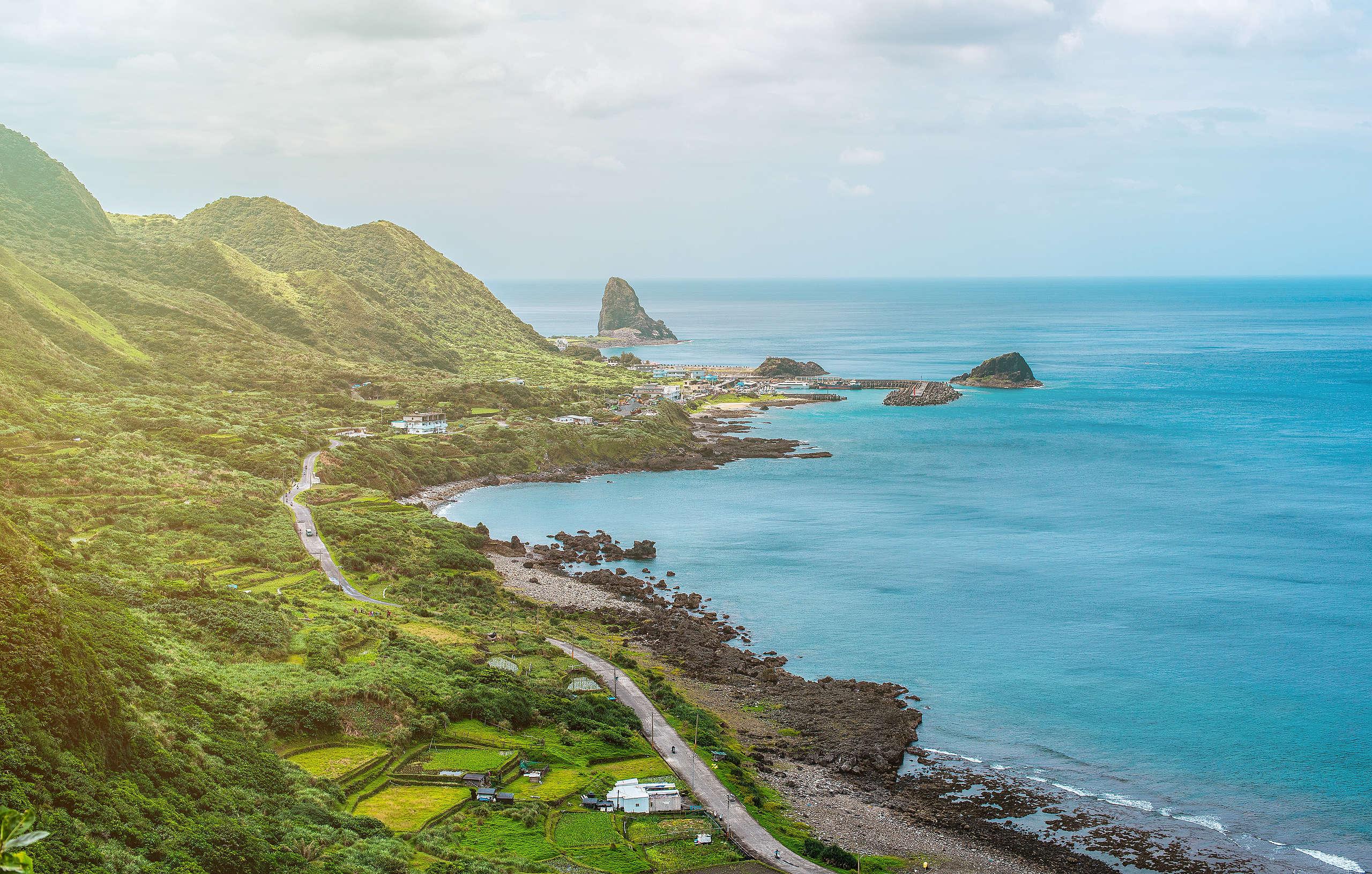 蘭嶼的美麗風光,永遠豐富的原住民文化及水上活動。