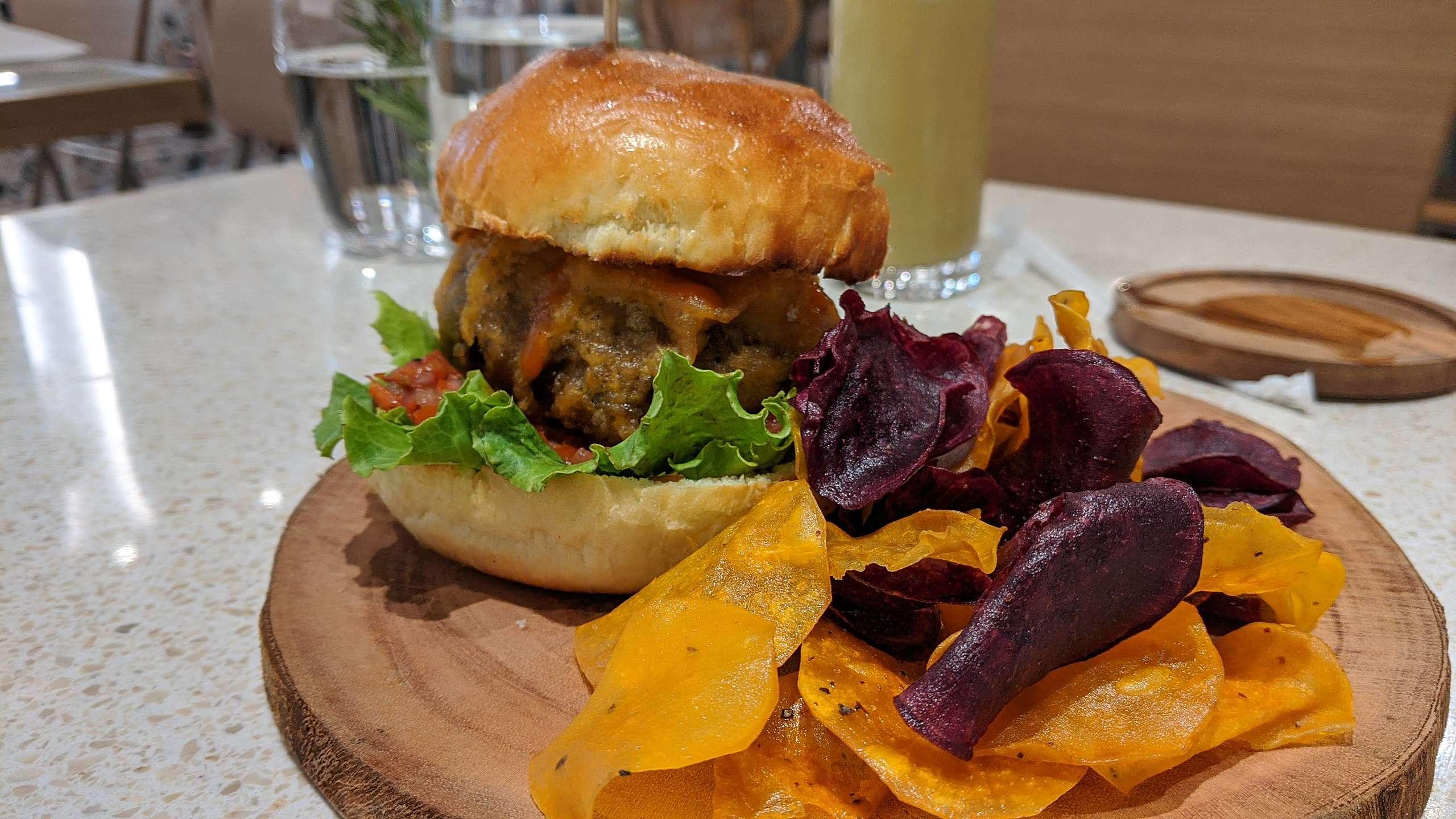 漢堡排可以豆類做為主要基底,加上各種蔬菜與調味,細心烹調後一樣營養又好吃。